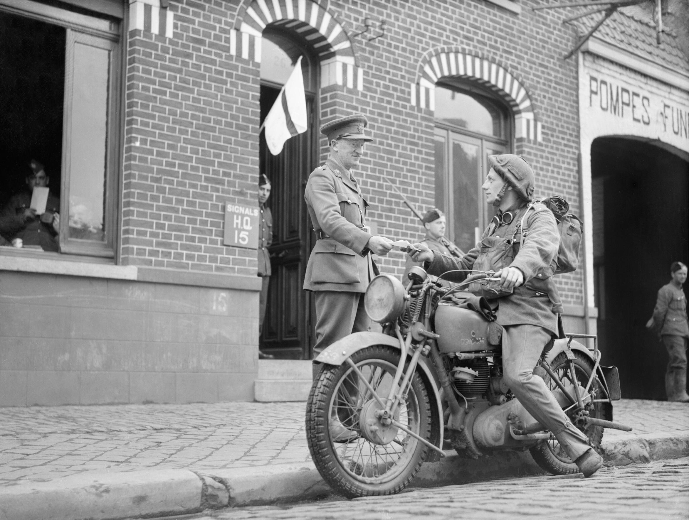 A_motorcycle_despatch_rider_delivers_a_message_to_the_signals_office_of_1st_Border_Regiment_at_Orchies,_France,_13_October_1939._O129.jpg